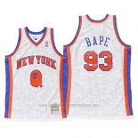 Camiseta New York Knicks Bape #93 Mitchell & Ness Blanco